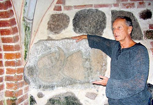 Камень Свентовита в старинной церкви в Альтенкирхене когда-то был частью языческого храма