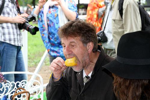 Отправляя в рот кукурузу, задумайся - а не трансгенная ли она (фото Бориса КУДРЯВОВА)