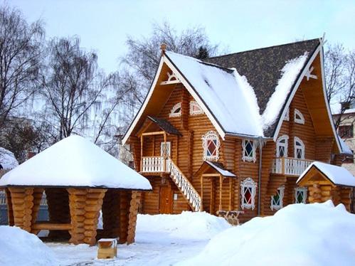 Основной сказочный терем Снегурочки в Костроме - место паломничества круглый год туристов разных возрастов.