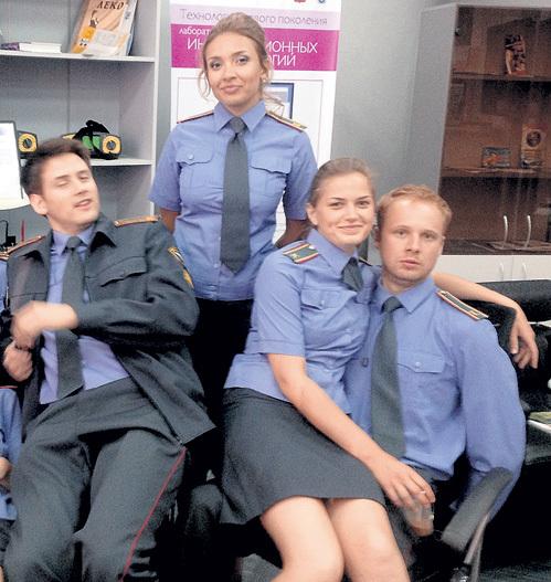 Славная команда бравых полицейских (ДИБЦЕВА - в центре)