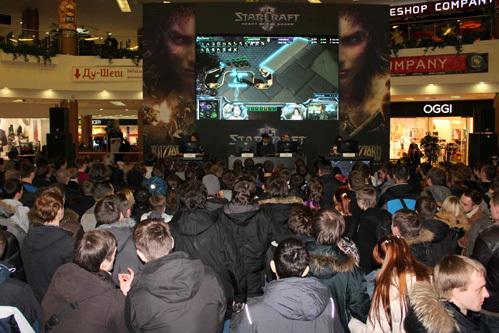 Сотни людей пришли на презентацию Starcraft 2 Heart of the Swarm