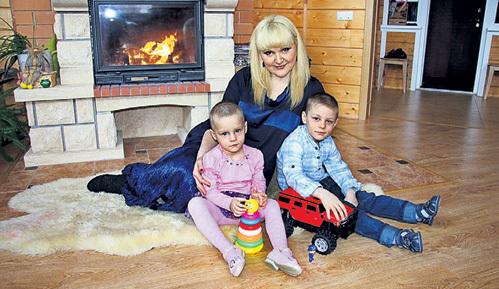 Детдомовцы Лера и Серёжа, которых мечтает усыновить солистка группы «Мираж» Маргарита СУХАНКИНА, могли бы жить с нею в коттедже и в будущем не скитаться по углам, как автор письма