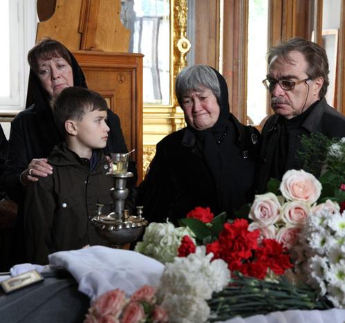 Вдова Вадима ЮСОВА с дочерью и внуком, Александр АДАБАШЬЯН