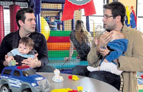 Папы часто думают, что забота о ребенке - сплошное удовольствие, которое заключается лишь в том, чтобы покормить его и поиграть