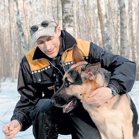 Игорь со своим псом - восточно-европейской овчаркой Тэксом