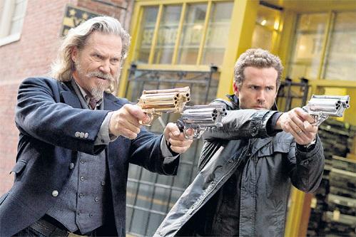 Фантастический боевик с Джеффом БРИДЖЕСОМ в главной роли (слева) принёс наибольшие убытки - $52 млн.