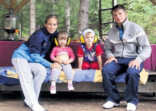 Теперь Андрей редко видит Юлю и своих детишек