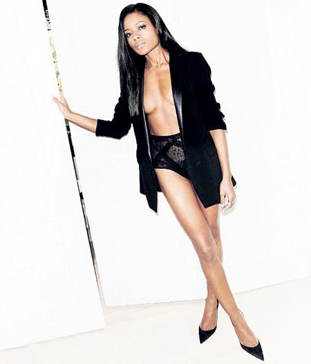 Наоми снялась для «Esquire» в привычном виде девушки Бонда
