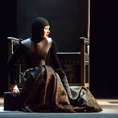 Кристина сыграла Офелию в новой постановке =Гамлета=