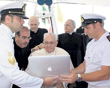 Понтифик ФРАНЦИСК призвал пересмотреть отношение католической церкви к абортам, гомосексуализму и контрацептивам. А теперь воспел хвалу Всемирной паутине
