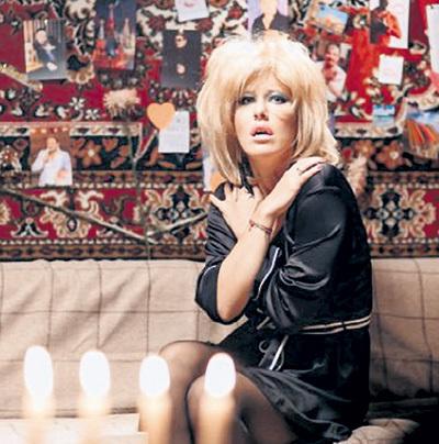 Ксения СОБЧАК недавно записала стёбную шансонную песню, взяв сценический псевдоним Оксана СЕВЕР