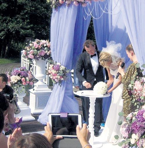 В кино БАШАРОВ уже не раз успел жениться, а в жизни сделал это впервые