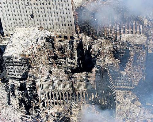...но вскоре суперпрочные здания вдруг сами собой сложились, и на месте огромных башен практически ничего не осталось
