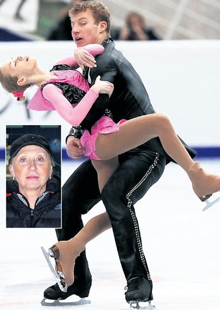 Юлия таяла в руках сильного и статного партнёра. Опасаясь гнева Натальи ПАВЛОВОЙ (фото слева: uorgomelski.ru), юная фигуристка боялась съесть лишний кусок хлеба