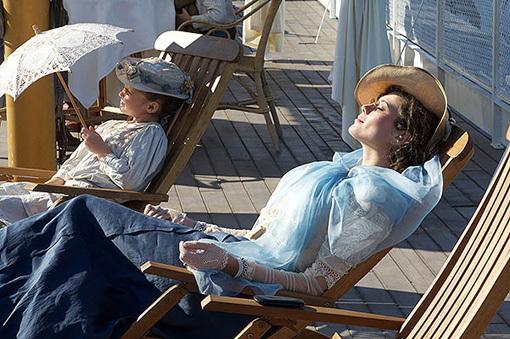 Утомлённая солнцем незнакомка (Виктория СОЛОВЬЁВА) ещё не знает, что получит «солнечный удар» из-за внезапной вспышки страсти. Фото: Kino-teatr.ru