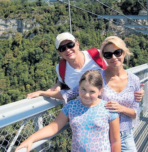В августе БАШАРОВ с дочкой и женой развлекался в Сочи. Фото: Facebook.com
