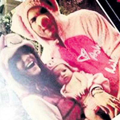 Мила и Эштон с дочкой Уайт Изабель