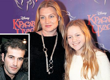 Четвёртый супруг актрисы - Сейхун ЭЗБЕР - часто навещает Галину и её дочку Ульяну от предыдущего брака с гитаристом Дмитрием КОЛТАКОВЫМ