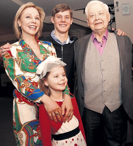 Семья Мастера: жена Марина, сын Паша и дочь Маша