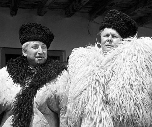 Александр Трифонович (справа) крепко дружил с дагестанским поэтом Расулом ГАМЗАТОВЫМ. Фото: ИТАР-ТАСС