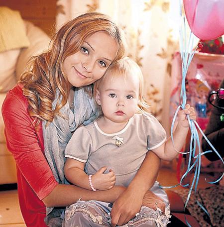 Три года назад Маруся подарила Владимиру малышку Нику. Фото: Facebook.com