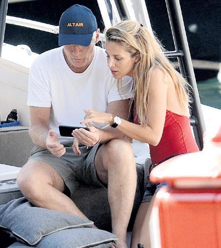 На яхте у острова Капри в романе Ричарда и Алехандры была написана новая страница