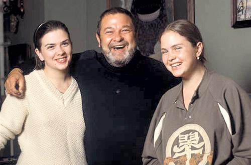 Юлиан СЕМЁНОВ души не чаял в дочерях - Дарье (слева) и Ольге