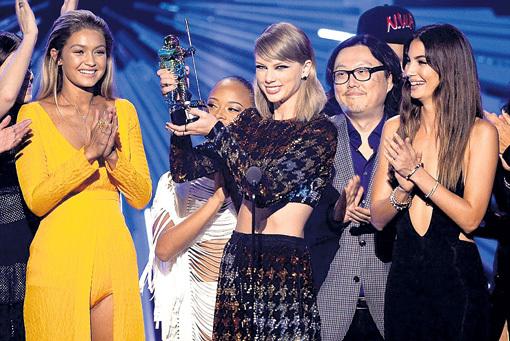 Тейлор СВИФТ получила четыре награды MTV