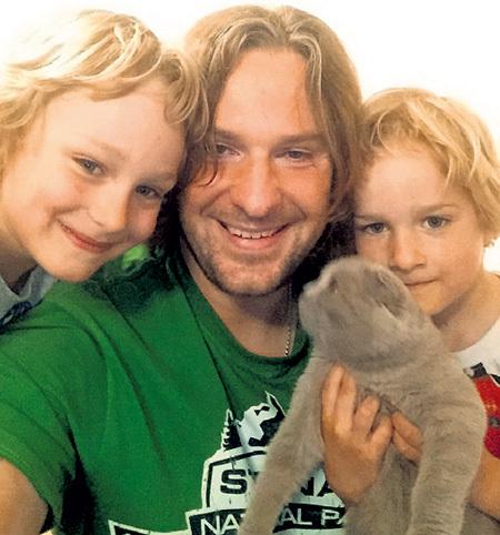 В то время как Настя развлекается в Москве, Филипп воспитывает сыновей Ивана и Гришу в Германии. Фото: Из личного архива Филиппа ВАСИЛЬЕВА
