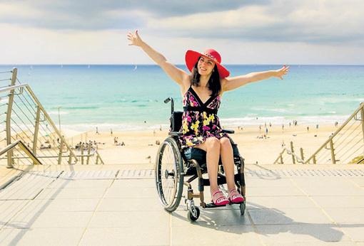 Два года назад Нина попала в автокатастрофу, получив перелом позвоночника и паралич обеих ног. Фото: Facebook.com