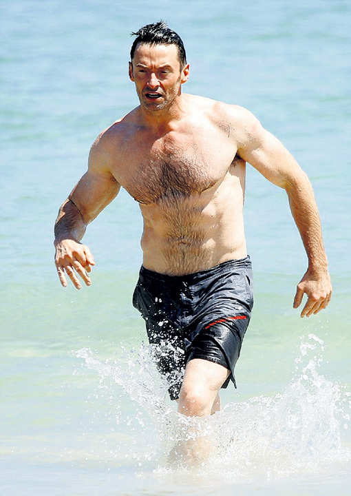 На сиднейском пляже Хью вновь безответственно подставил нос солнцу