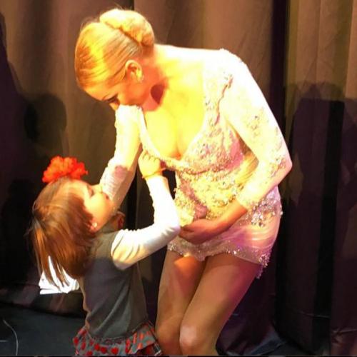 Анатасия на детском концерте (фото Instagrm.com)