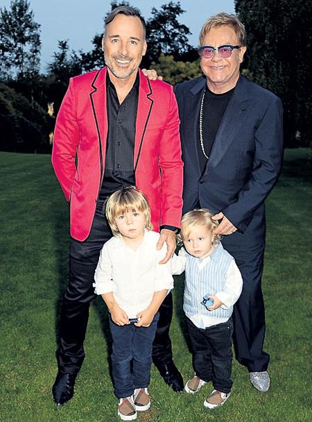 Элтон ДЖОН с мужем Дэвидом ФЕРНИШЕМ усыновили двух мальчиков. Ребята ещё не подозревают, какая судьба им уготована
