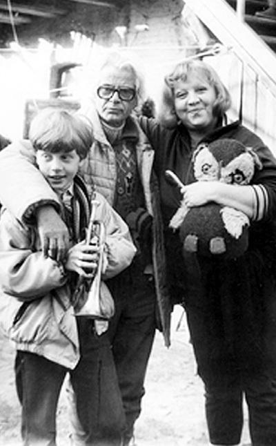 Со вторым супругом Игорем ВЕКСЛЕРОМ и старшим сыном Митей