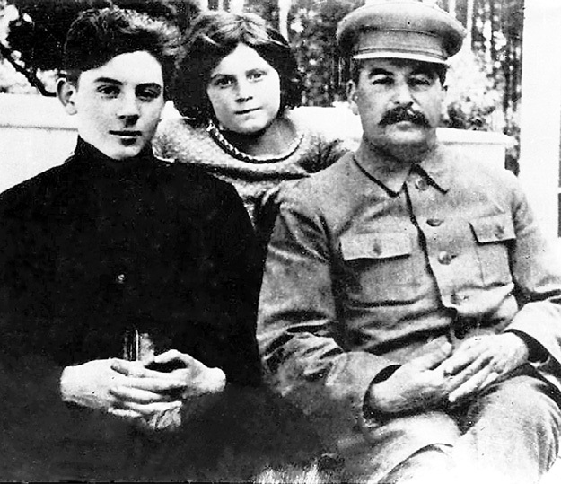 «Лучший друг советских детей» с младшим сыном Василием и дочерью Светланой