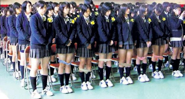 Борясь за моральный облик школьниц, их проверяют на наличие трусиков, которые охотно покупают взрослые извращенцы
