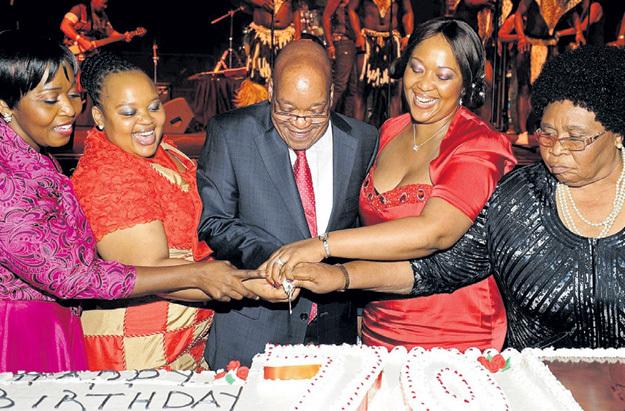 Президент Южно-Африканской Республики Джейкоб ЗУМА кормит восемь жён на средства из госказны