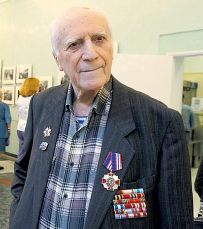 ...а во время Великой Отечественной войны он служил на Северном и Тихоокеанском флотах. С Днём Победы, Юрий Михайлович!
