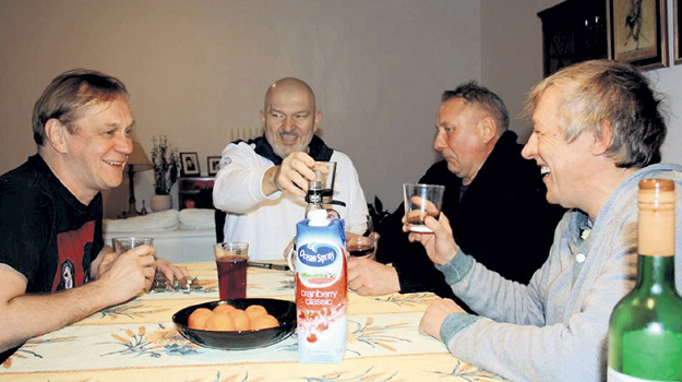 За четыре месяца до смерти ВЕНГЕРОВА его навестили в Германии давние друзья - ГОРЕВОЙ, ШЕХОВЦОВ и ЕФРЕМОВ
