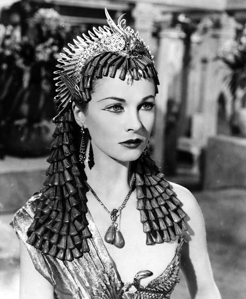 В фильме «Цезарь и Клеопатра» (1945)