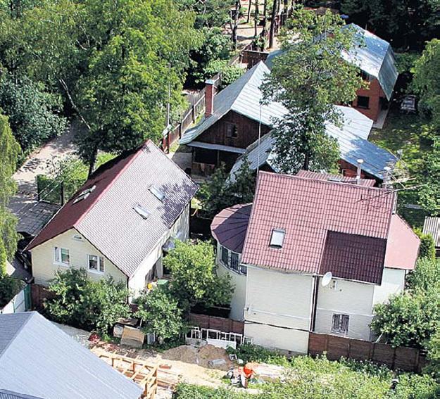 Подмосковное имение телеведущего расположено в знаменитом писательском посёлке Переделкино. Фото Бориса КУДРЯВОВА