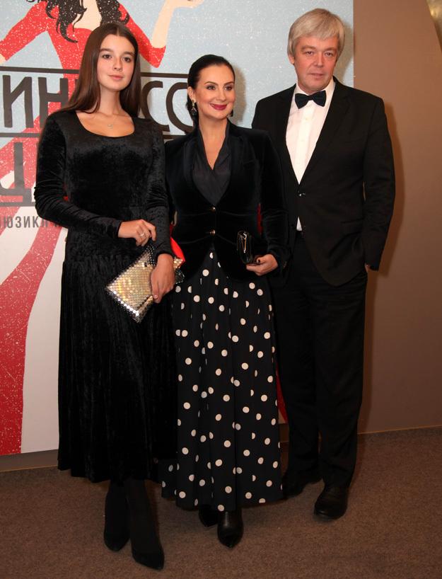 Екатерина СТРИЖЕНОВА с семьёй