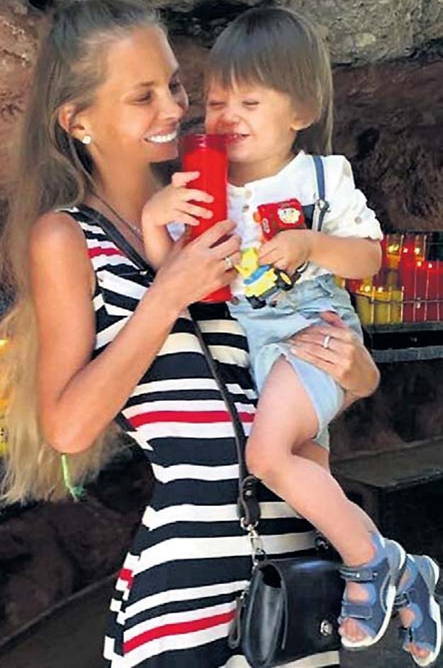 Наталья и Петя надеются, что муж и папа скоро с ними воссоединится. Фото: Instagram.com