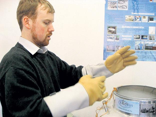Футуролог Дмитрий МЕДВЕДЕВ, возглавляющий совет директоров компании «КриоРус», стал первым её клиентом: он заморозил мозг бабушки. Фото с сайта kriorus.ru