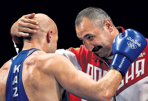 ЛЕБЗЯК с казахским боксёром Василием ЛЕВИТОМ на Олимпиаде в Рио. Фото: «ИТАР-ТАСС»