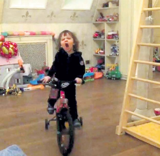 Гарри мечтает стать Спиди-гонщиком, как герой любимого мультсериала. Фото: Instagram.com