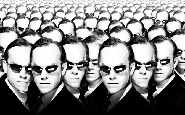 В блокбастере «Матрица» компьютерный агент Смит уничтожает людей, превращая их в самого себя