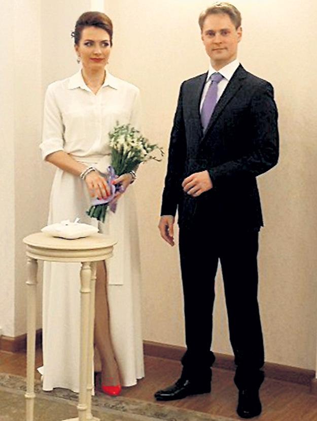 Сын Валентины Денисовны Александр в минувшем году отвел в загс подругу Элину. Фото: Vk.com