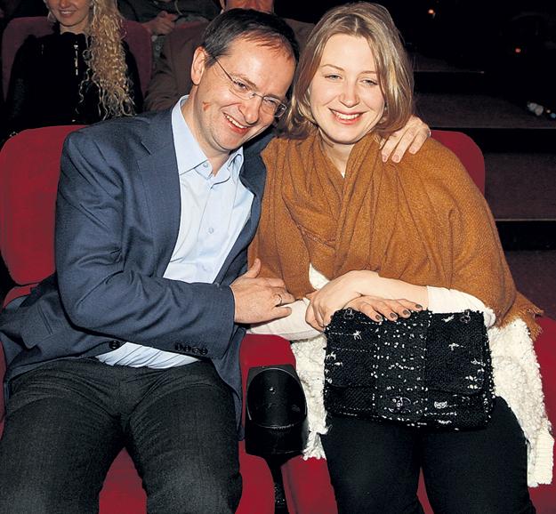 Министру культуры Владимиру МЕДИНСКОМУ уютно рядом с женой Мариной Олеговной