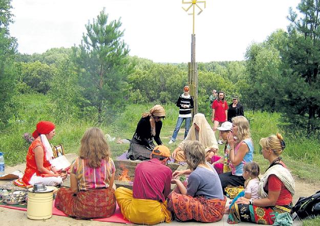 В окрестностях сибирской деревни Окунево нередко проводят странные обряды. Фото: Vk.com